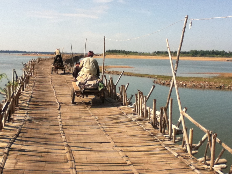 Kompong Cham and the Bamboo Bridge of Koh Paen