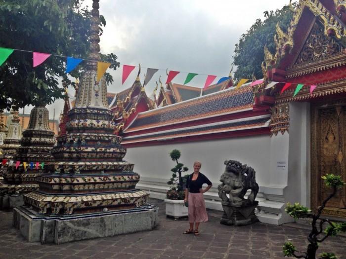 Bangkok Thailand Temple Selfie (2)
