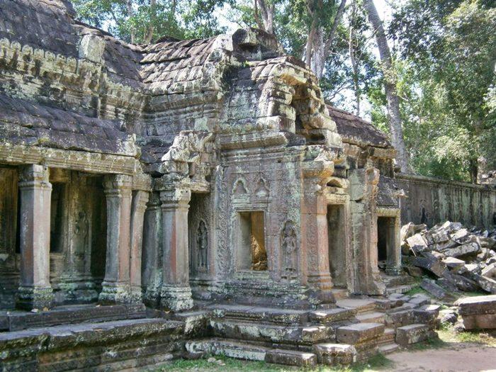 Angkor Wat Ruins 4